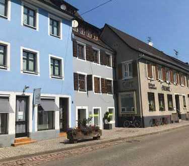 Provisionsfrei: Renovierte, bezugsfreie Altbauwohnung mitten in der Kenzinger Altstadt