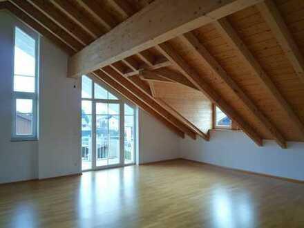 Neuwertige große 2-Zimmer-DG-Wohnung mit Balkon und EBK in Bernau am Chiemsee