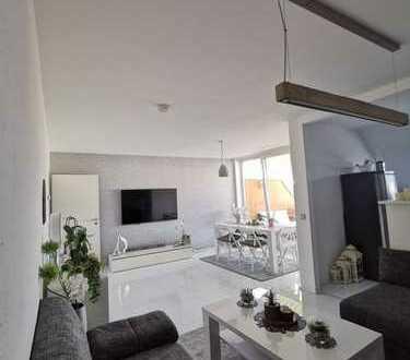 Helle 3,5-Zimmer-Maisonette-Wohnung mit schönem Balkon,Garagenplatz, Stellplatz und Küche in Pulheim