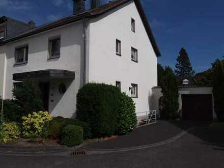 Doppelhaushälfte mit viel Gestaltungsmöglichkeiten und großem Garten!