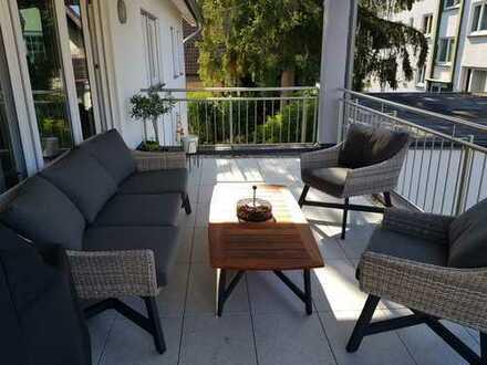 Gehobene 3-Zimmer-Wohnung mit Balkon, Terasse, Stellplatz und Keller in Bonn-Röttgen