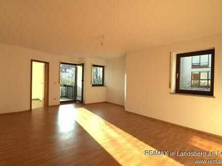Sonnig, großzügig, zentral: 3 Zi-Wohnung mit Balkon und TG-Platz