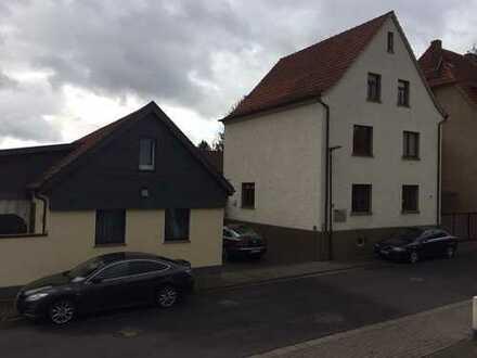 Bürogebäude mit Werkstatt und Halle