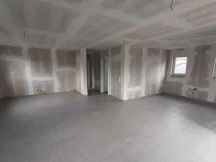 Erstbezug mit Balkon: freundliche 3-Zimmer-Dachgeschosswohnung in Bergheim