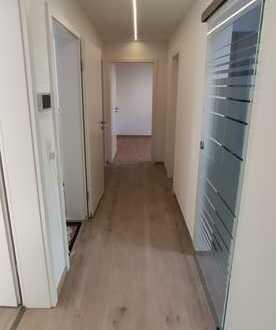 Vollständig renovierte Wohnung mit vier Zimmern sowie Balkon und EBK in Kirchheim unter Teck