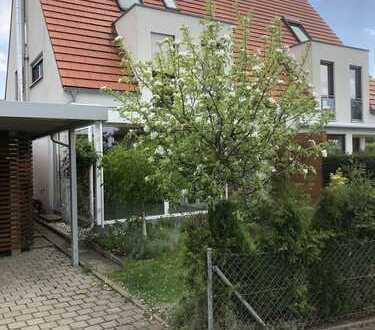 Schönes, modernes Haus, zentrale Lage, mit fünf Zimmern in Tennenlohe,