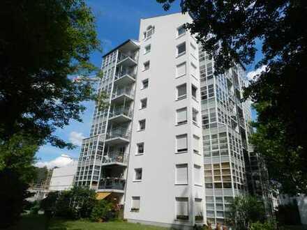 Großzügige 2 Zimmer Maisonette-Whg. mit Balkon und Wintergarten direkt an der Spree !!!