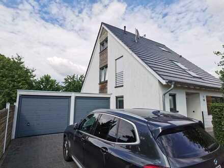 Ruhiges Einfamilienhaus mit Doppelgarage, sechs Zimmern und Einbauküche in Willich Wekeln