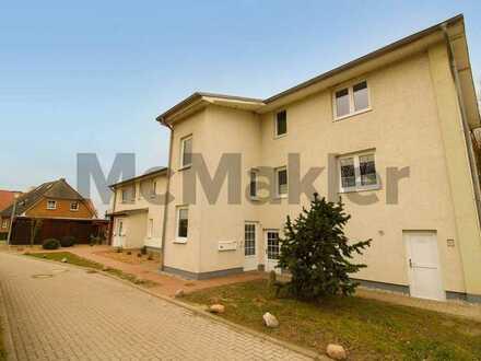 Frisch renoviert u. idyllisch nahe Tollensesee: Gut geschnittenes Apartment m. Sonnenbalkon