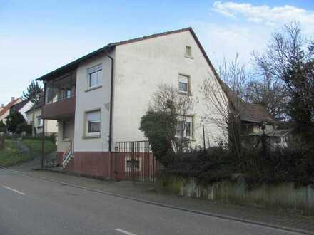 Älteres freist. 1-2 Familienhaus mit Scheune/Stall auf großem Grund