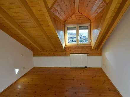 Warme 3,5-Raum-DG-Wohnung mit Balkon in Albersweiler