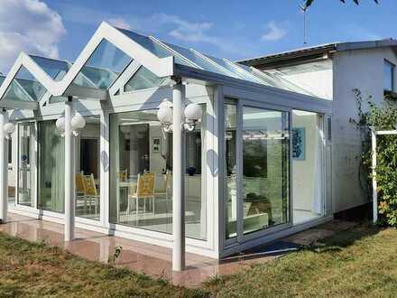 Großzügiges Haus mit Wintergarten, Garten und optional Büroräumen und Werkstatt
