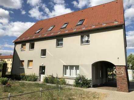 1-Raum-Dachgeschosswohnung in wunderschönem Mehrfamilienhaus