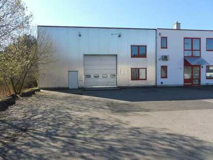 Halle mit integrierten Büro- und Sozialräumen an der B29