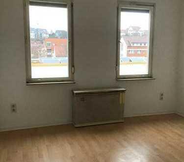 Erstbezug nach Sanierung: helle 3-Zimmer-Wohnung mit EBK in Stuttgart