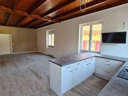 Große moderne 4-Zimmer Wohnung mit drei Bädern und offener EBK ideal für eine Familie!