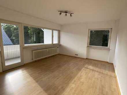 Helle 2 Zimmer -Whg mit Balkon und sep. Küche zu vermieten.