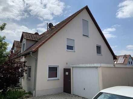 KNIPFER IMMOBILIEN - Großzügige Doppelhaushälfte in sehr ruhiger Wohnlage von Stettenhofen zum Kauf