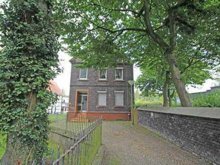 Steuern sparen: 2-Familienhaus in zentraler Lage mit viel Platz und schönem Grundstück!