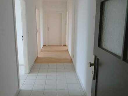 ***Neu renovierte*** helle 3-Zimmerwohnung gegenüber der U-Bahnhaltestelle