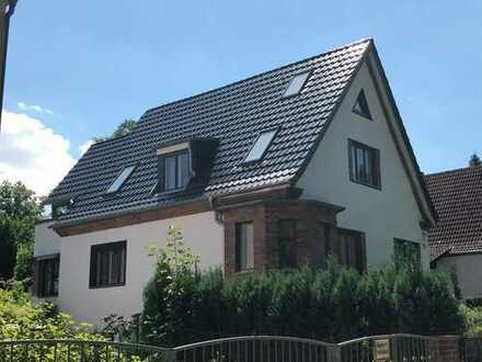 Modernisiertes Einfamilienhaus mit viel Platz, Garten & Kamin in Waidmannslust (Reinickendorf)