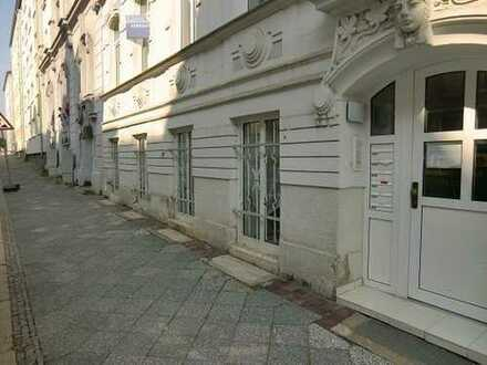 Gepflegtes Gewerbe, das für Wohnzwecke geeignet ist und im Moment als Wohnung vermietet ist!