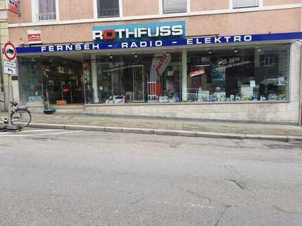Ansehliches Ladengeschäft mit sehr grosser Schaufensterfront