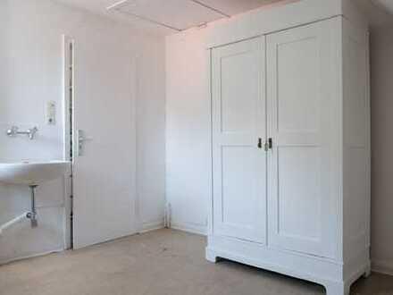 Monteur/Pendler/Student: WG-Zimmer saniert, möbliert,Aussicht,Küche/Bad-Mitbenutzung,ÖPNV bestens!
