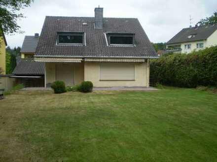 Schönes, geräumiges Haus mit fünf Zimmern in Rheinisch-Bergischer Kreis, Rösrath