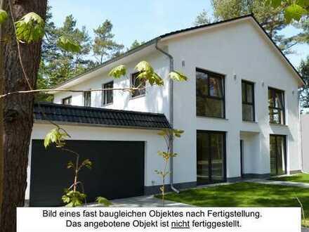 erweiterter Rohbau in Fichtenwalde: Großzügige Villa im Grünen