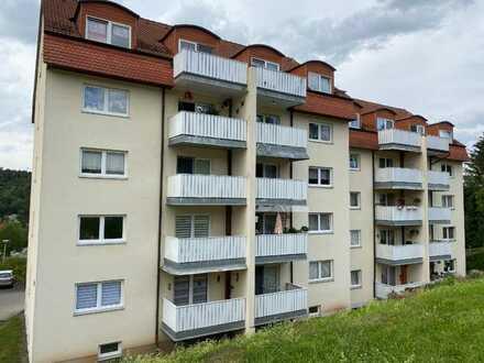 3-Zi.-Wohnung mit Balkon im DG eines MFH in Königsee zu vermieten.