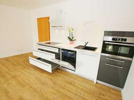 Toplage. Spitzen-Apartment im 1.OG mit hochwertiger EBK, sonniger Loggia, PKW-Stellplatz