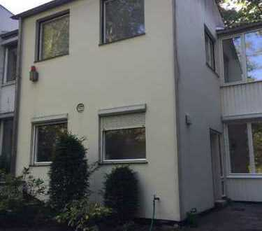 Schönes, geräumiges Haus mit 3,5 Zimmern in Berlin, Charlottenburg