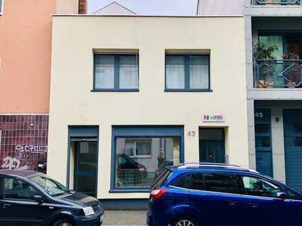 Individuelles Reihenhaus im schönen Köln Nippes - Provisionsfrei - Wohnung, Ladenlokal, Dachterasse