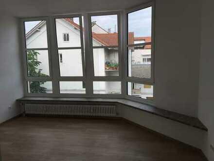 Grosszügige, helle drei Zimmer Wohnung im Zentrum von Kolbermoor