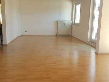 Gemütliche & helle 3,5 Zimmer-Wohnung mit Balkon in ruhiger Wohnlage