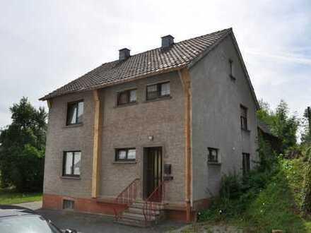 Kall: Haus mit 2 Wohnebenen, Keller, hoher Dachboden, plus Scheune