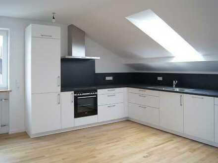 MAIER - Ruhige Dachgeschosswohnung mit hochwertiger Einbauküche!