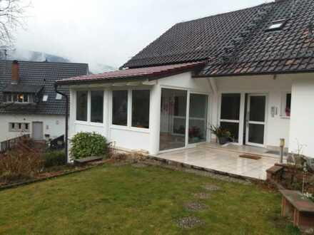 Stilvolle, geräumige zwei Zimmer Wohnung in Ziegelhausen mit Einbauküche und Klima
