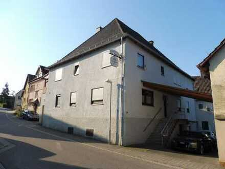 Teilsaniertes Zweifamilienwohnhaus mit Nebengebäude, Schuppen und separatem Gartengrundstück