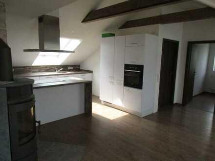 Neuwertige DG-Wohnung mit drei Zimmern und Einbauküche in Hardheim