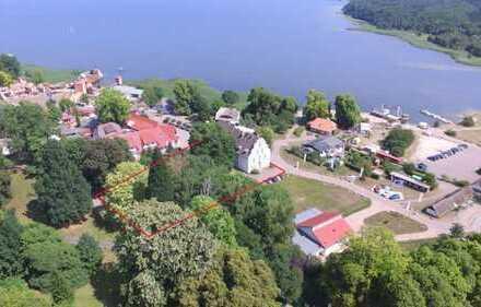 """""""Altes Schloss"""" in Ralswiek mit Blick auf den Jasmunder Bodden"""