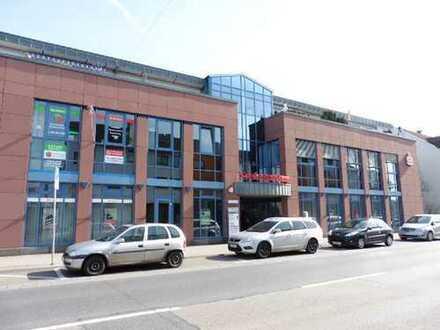 Praxis- oder Büroetage im DG mit Lift, barrierefrei, WC-Anlage, Balkon, Parkplätze, TG, 1 A Lage