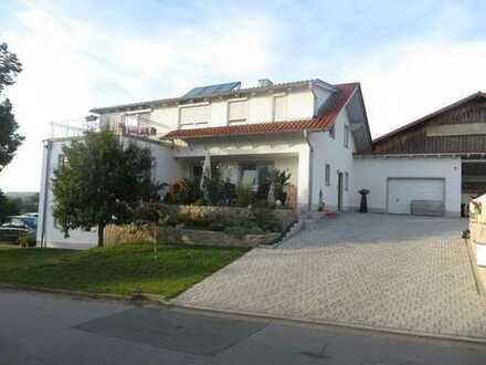 Ein-bzw. Zweifamilienhaus mit acht Zimmern in Cham (Kreis), Schorndorf