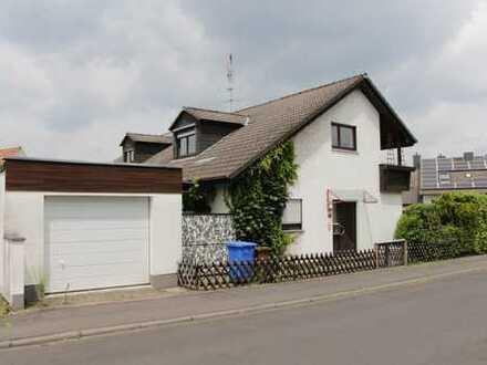 Attraktive 4-Zimmer-Dachgeschosswohnung mit Balkon und Einbauküche in AB-Schweinheim - befristet