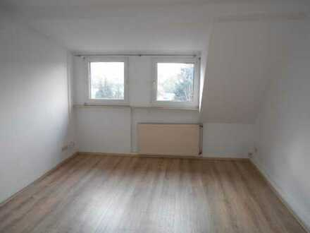 Schöne Dachgeschosswohnung in ruhiger Wohnlage zu vermieten!