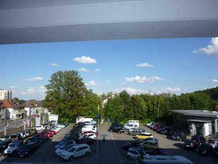 Unweit Internationaler Schule, Exklusive, 4-Zimmer-Wohnung mit Balkon und Einbauküche in Oberursel