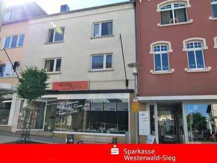 Altenkirchen Zentrum, Wohnhaus mit Ladenlokal und 2 Wohneinheiten