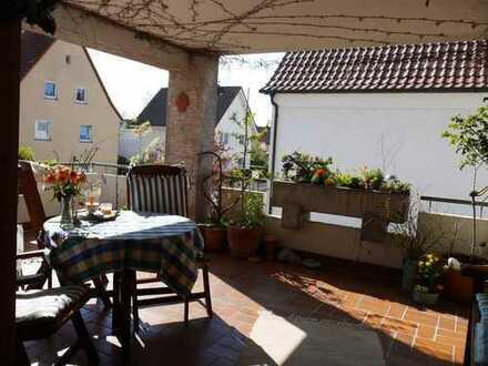 """Ein zusätzliches """"Sommerzimmer"""" = die riesige Terrasse !"""