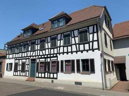 Helle und moderne 2,5-Zimmer-Wohnung in Frankfurt am Main, Schwanheim
